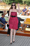 http://img205.imagevenue.com/loc164/th_42621_Anne_Hathaway_arrives_at_the_Excelsior_Hotel_Venice-02_122_164lo.jpg