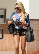 http://img205.imagevenue.com/loc167/th_231712789_Amanda_Bynes_Out_and_About_in_Woodland_Hills3_122_167lo.jpg