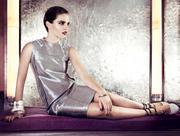 http://img205.imagevenue.com/loc170/th_990676802_Emma_Watson_Vogue_Magazine7_122_170lo.jpg