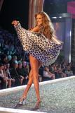 th_98112_Victoria_Secret_Celebrity_City_2007_FS412_123_193lo.jpg