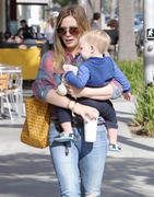 http://img205.imagevenue.com/loc201/th_443240168_Hilary_Duff_Out_and_About_with_Luca31_122_201lo.jpg