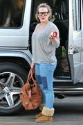 http://img205.imagevenue.com/loc342/th_533587388_Hilary_Duff_Shopping_in_Beberly_Hills14_122_342lo.jpg