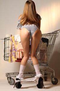 http://img205.imagevenue.com/loc471/th_999855490_tduid300163_MetArt_Entita_Alyssa_A_high_0056_123_471lo.jpg